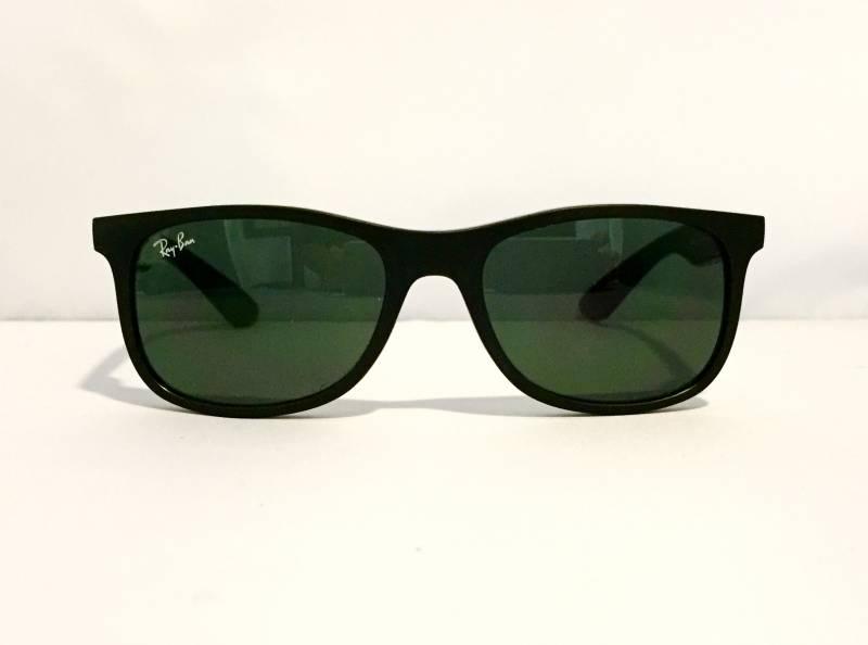 Vue de face lunettes de soleil Ray-Ban pour enfant