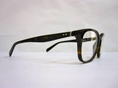 La finesse pointe son nez dans la collection de lunettes de vue et soleil Céline